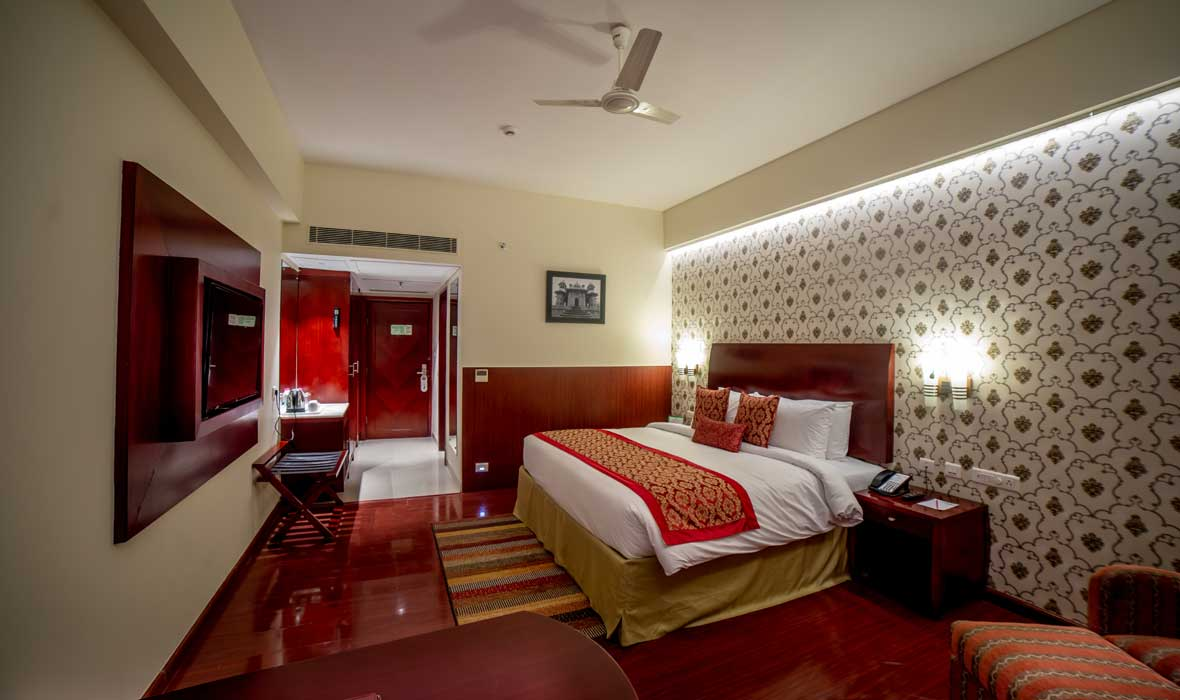 Deluxe-Room-Accommodation-in-Jaipur-City-Ramada-Jaipur