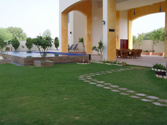 Pool-side-garden-weddings-in-Jaipur-venues